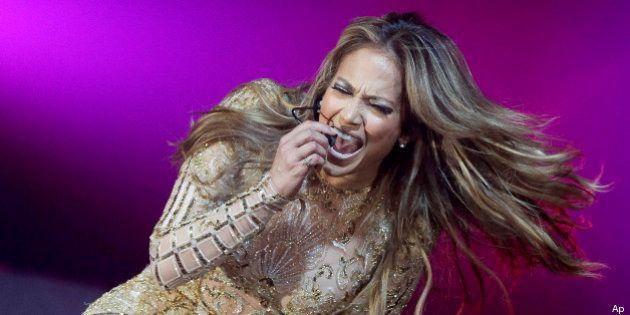 Jennifer Lopez canta