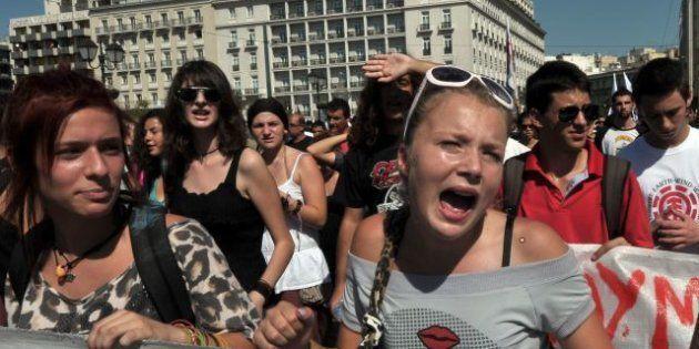 Grecia: accordo del governo sui tagli. Nuove proteste ad
