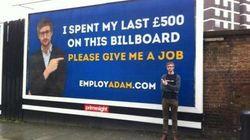 Spende i suoi ultimi soldi per comprare un cartellone: