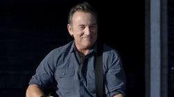 Bruce Springsteen: fuori programma al concerto di Londra. Sul palco canta con mamma e sorella
