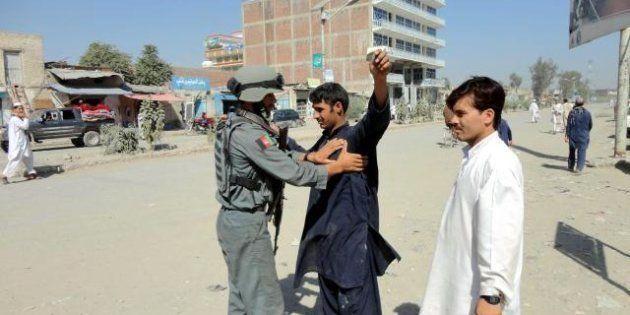 Afghanistan, attentato suicida: 14 vittime, morti tre soldati Nato, poliziotti e civili