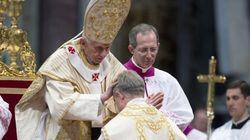 Il papa ordina vescovo padre Georg. Alla cerimonia presente anche Monti. E non è un