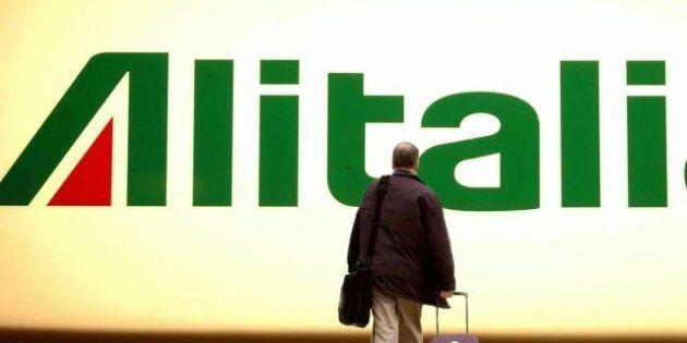 Alitalia, la cordata italiana tratta la vendita ad AirFrance (che però smentisce). L'ipotesi di uno scambio