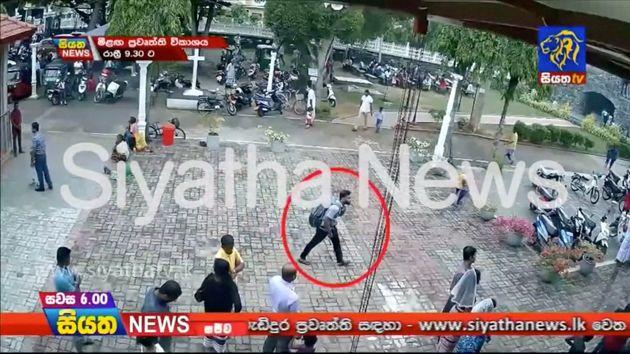 스리랑카 해안도시 네곰보의 성 세바스티안 성당에서 자살폭탄 공격을 벌인 용의자로 추정되는 남성이 백팩을 메고 가는 모습이 담긴 CCTV 영상이 23일
