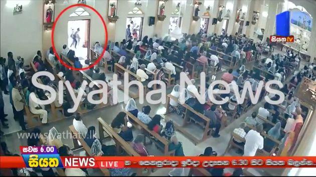자살폭탄을 터뜨린 것으로 추정되는 남성이 성 세바스티안 성당으로 들어서는