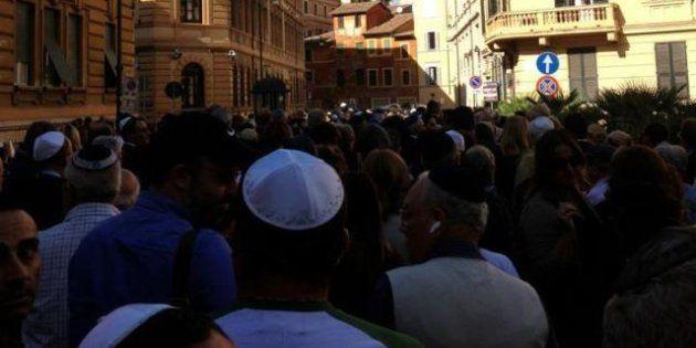 Shlomo Venezia, al Ghetto l'ultimo saluto di familiari, autorità e