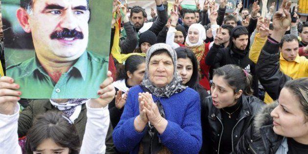 Tre donne curde uccise a Parigi. L'esecuzione legata alle trattative sul caso Abdullah Ocalan, una di...