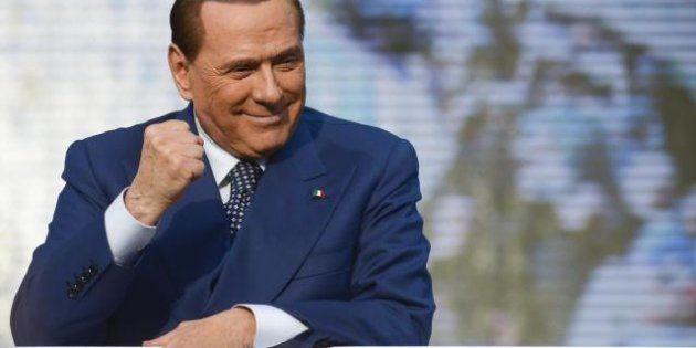Governo, Silvio Berlusconi prova a costringere Pier Luigi Bersani alla trattativa sul Colle. Ma già scalda...