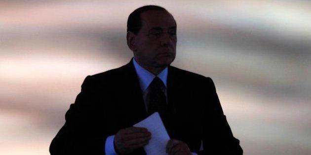 Silvio Berlusconi pronto a non ricandidarsi, convinto dai sondaggi. Pdl al 18%, il Cavaliere si gioca...