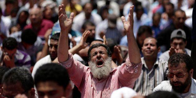 Egitto: prete copto ucciso nel Sinai. I Fratelli Musulmani rifiutano il dialogo con Adly Mansour