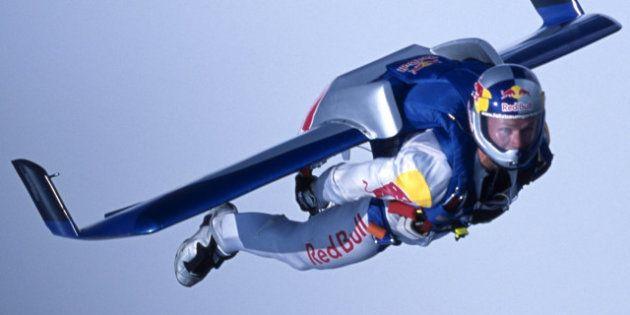 Rimandato il volo di Felix Baumgartner. Doveva lanciarsi oltre il muro del suono. Giù da 36 Km
