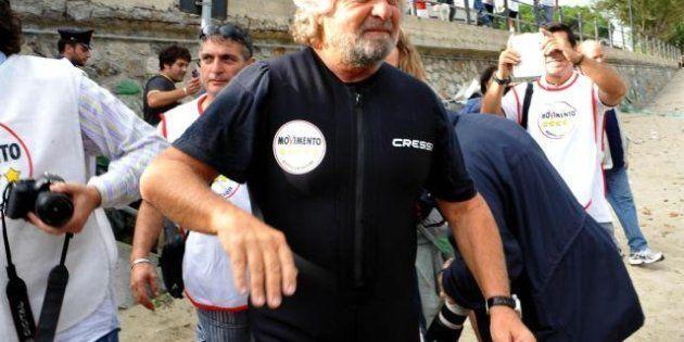 Beppe Grillo, traversata a nuoto sullo stretto di Messina per sostenere i 5 Stelle in Sicilia. Dopo un'ora...