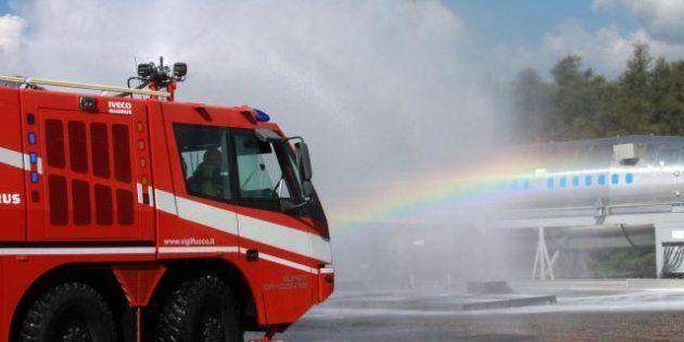 Aereo in fiamme a Fiumicino. Intervengono i vigili del fuoco, ma è una simulazione