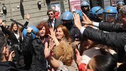 Napoli: manifestazione contro la Ztl, incidenti e lancio di bombe