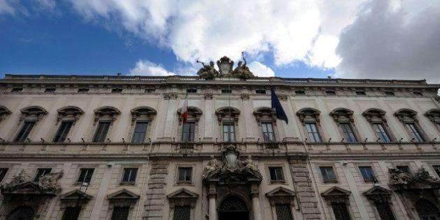 La Corte Costituzionale boccia i tagli ai maxi stipendi dei dirigenti e dei