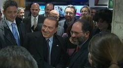 Scontro Ingroia-Cav su La7. E Berlusconi fa il gesto delle manette al pm (FOTO,