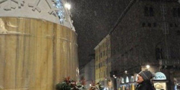Pizzarotti e le M5s di Parma rilanciano l'albero di Natale ecologico: si accende pedalando e consuma...