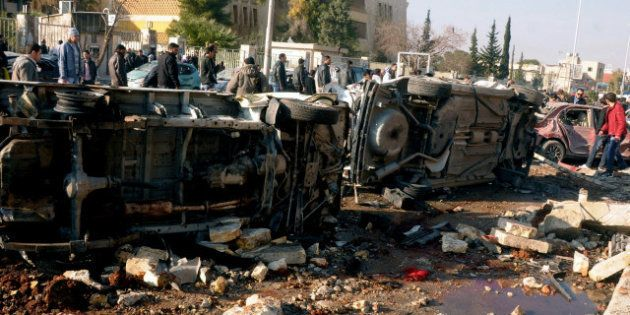 Siria: attentato all'università di Aleppo, oltre 80 vittime; è emergenza per i rifugiati