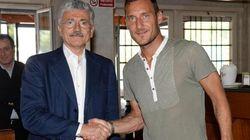 Massimo D'Alema a Trigoria. L'incontro con Francesco Totti al ritiro della Roma