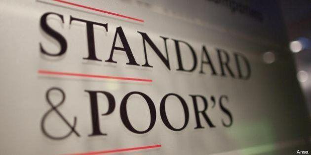 Italia declassata, Standard & Poor's taglia il rating da BBB+ a BBB con outlook