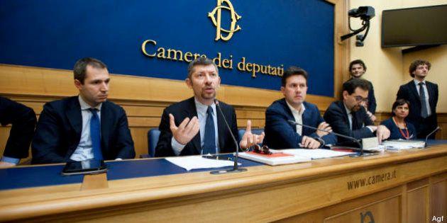 Finanziamento pubblico ai partiti, Enrico Letta preme, Pd diviso. I renziani: