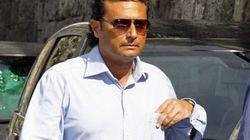 Costa Concordia: l'ex odiato Schettino. Sette tedeschi e un italiano gli stringono la mano