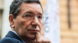 Pd in allerta: Pdl pronto a respingere le dimissioni di Ignazio Marino dal Senato. Lui corre ai ripari: stipendio in