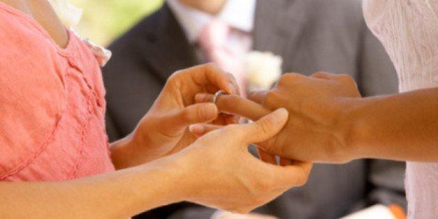 Nozze gay in Francia: sì definitivo alla legge su matrimoni e adozioni, anche il Senato dà il via libera...