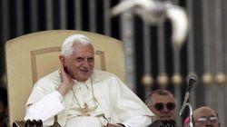 Il vestito, le scarpe, l'anello: Benedetto XVI verso la sua nuova vita da