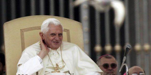 Dimissioni Papa: il vestito, le scarpe, l'anello: Benedetto XVI verso la sua nuova vita da