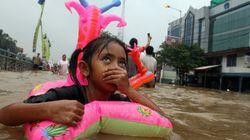 Giacarta in ginocchio, alluvione record (FOTO,