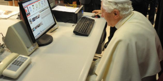 Papa domani debutta su Twitter: un milione di follower. Tutti gli impegni da Natale