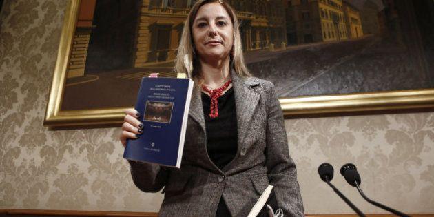 M5s: a Roberta Lombardi rubano il portafoglio e la deputata chiede consiglio su Facebook. I suoi contatti...