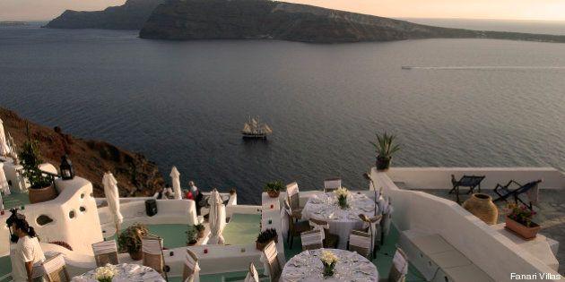 Santorini, l'isola della Grecia diventa cornice per matrimoni. In tanti la scelgono per dirsi sì