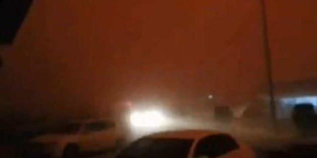 Tempesta di polvere in Arabia Saudita. E in meno di due minuti si passa dal giorno alla