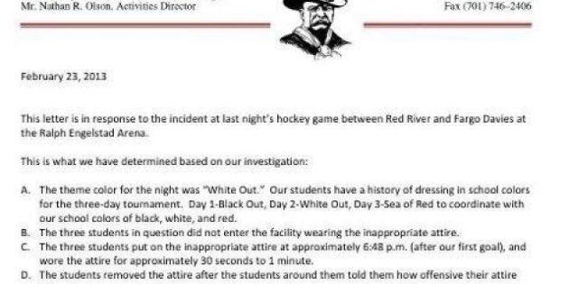 Usa: alla partita di hockey studenti incappucciati come il Ku Klux Klan. La scuola sminuisce il fatto...