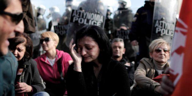 Crisi: la Grecia mette all'asta la sede di rappresentanza a Bruxelles, l'Eurogruppo dà via libera a nuovi...
