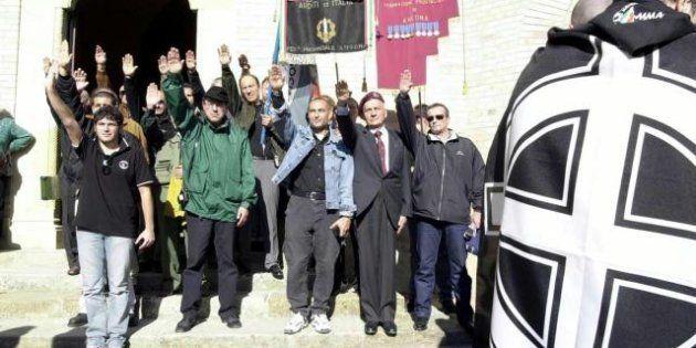 Predappio, camerati di tutta Italia celebrano i 90 anni della Marcia su Roma: i raduni neofascisti del...
