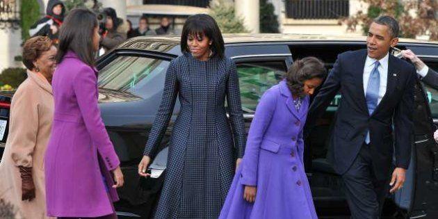 Inauguration Day: Michelle Obama in blu, le ragazze in viola. Il presidente:
