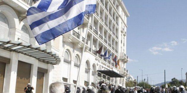 Grecia: raggiunto l'accordo con la troika. Due anni ad Atene per i tagli di 45 mila posti e riforma del