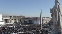 Bendetto XVI lascia il Vaticano, l'ultimo saluto ai fedeli prima di diventare Papa