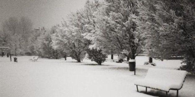 Maltempo: 15 centimentri di neve su Milano, disagi a Genova per una bufera