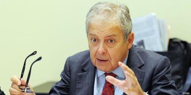 Renato Mannheimer indagato per reati fiscali, la guardia di finanza perquisisce la sede
