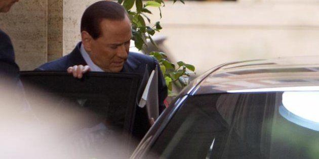 #AddioSilvio, Berlusconi lascia e la rete il giorno dopo si scatena
