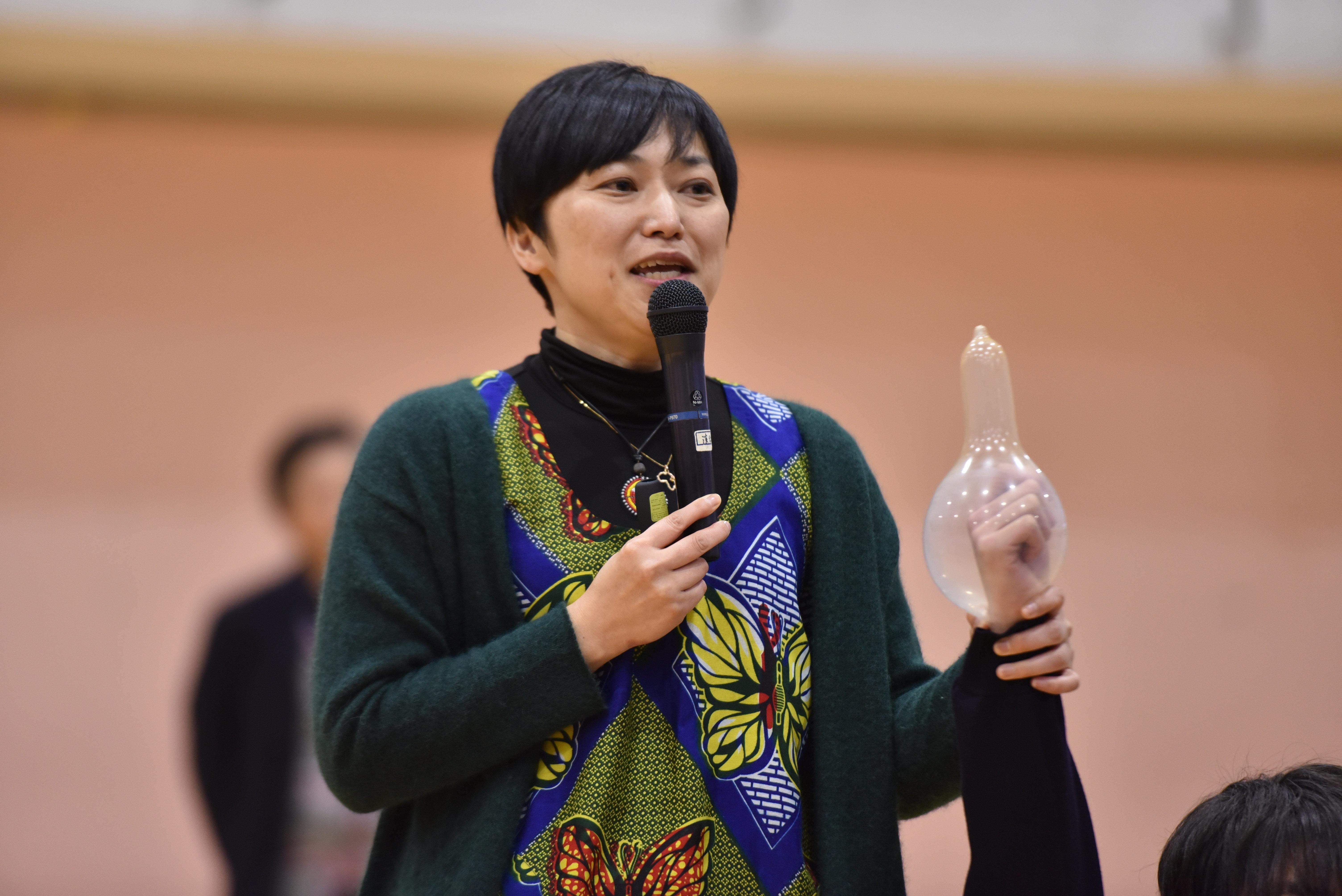 コンドームの「伝道師」が滋賀にいた。高校教諭の彼女を突き動かすものとは?