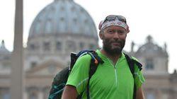 Pellegrinaggio a piedi per don Pascal Vesin, il prete massone sospeso a