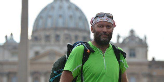 Pascal Vesin, prete massone, arriva a Roma dopo 39 giorni di cammino. Ora vuole parlare al