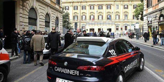 Roma: assalto a portavalori in centro. Morto uno dei banditi: è l'ex brigatista rosso Giorgio Frau. Tra...