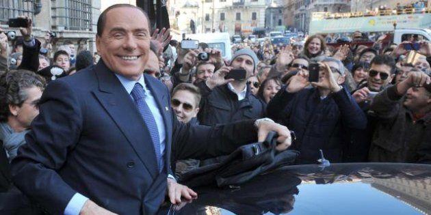 Elezioni 2013, Silvio Berlusconi ritorna tra la gente, ma al chiuso (e con il giubbotto antiproiettile)...