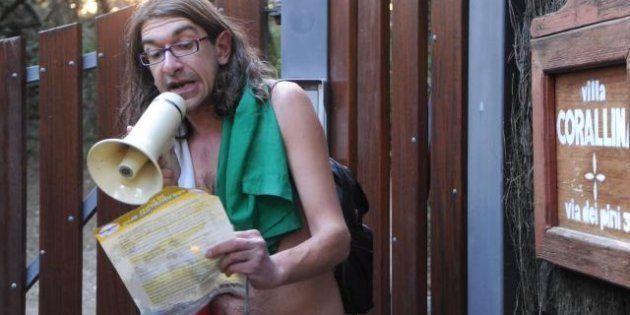 Elezioni 2013: Gabriele Paolini arriva alla villa di Beppe Grillo a Bibbona. Il disturbatore tv fa uno...